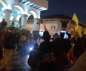 Organizaciones sociales de Cuenca realizan plantón bajos de la Gobernación