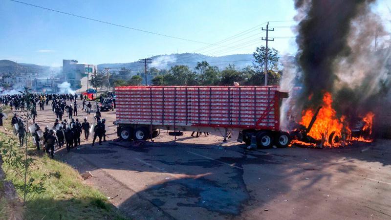 Represión - Oaxaca -regeneraciónradio-01